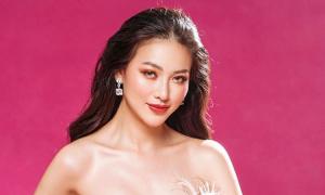 Phương Khánh trao lại vương miện Miss Earth