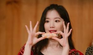 Sao Hàn làm món Việt đãi fan
