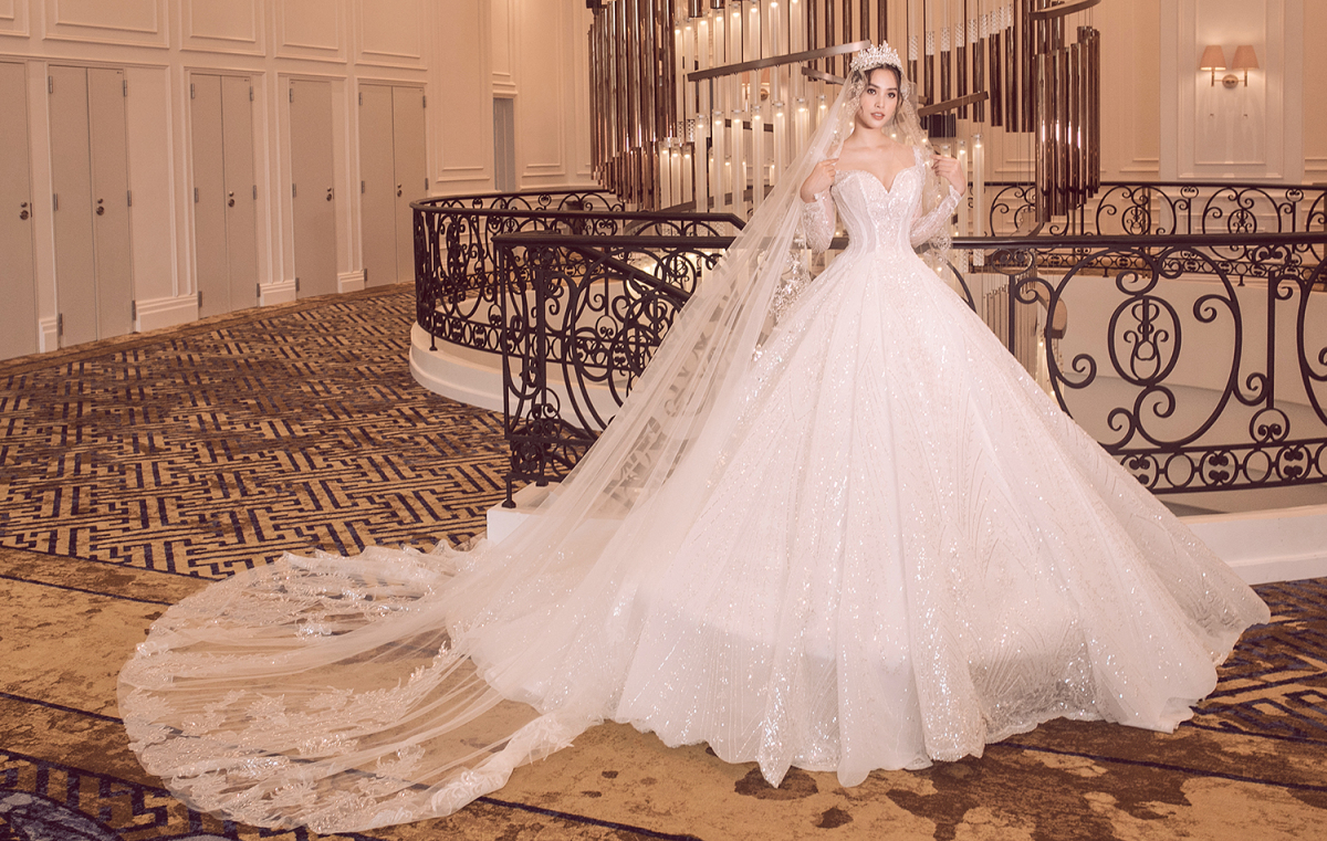 Tiểu Vy mặc váy cưới - VnExpress Giải trí