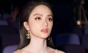 Hương Giang mặc váy trong suốt