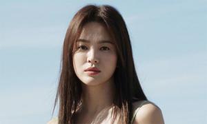 Song Hye Kyo tạo dáng ở biển