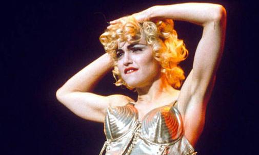 Áo ngực hình nón - biểu tượng nữ quyền của Madonna