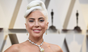 Lady Gaga từng được bảo vệ theo sát khi đeo kim cương