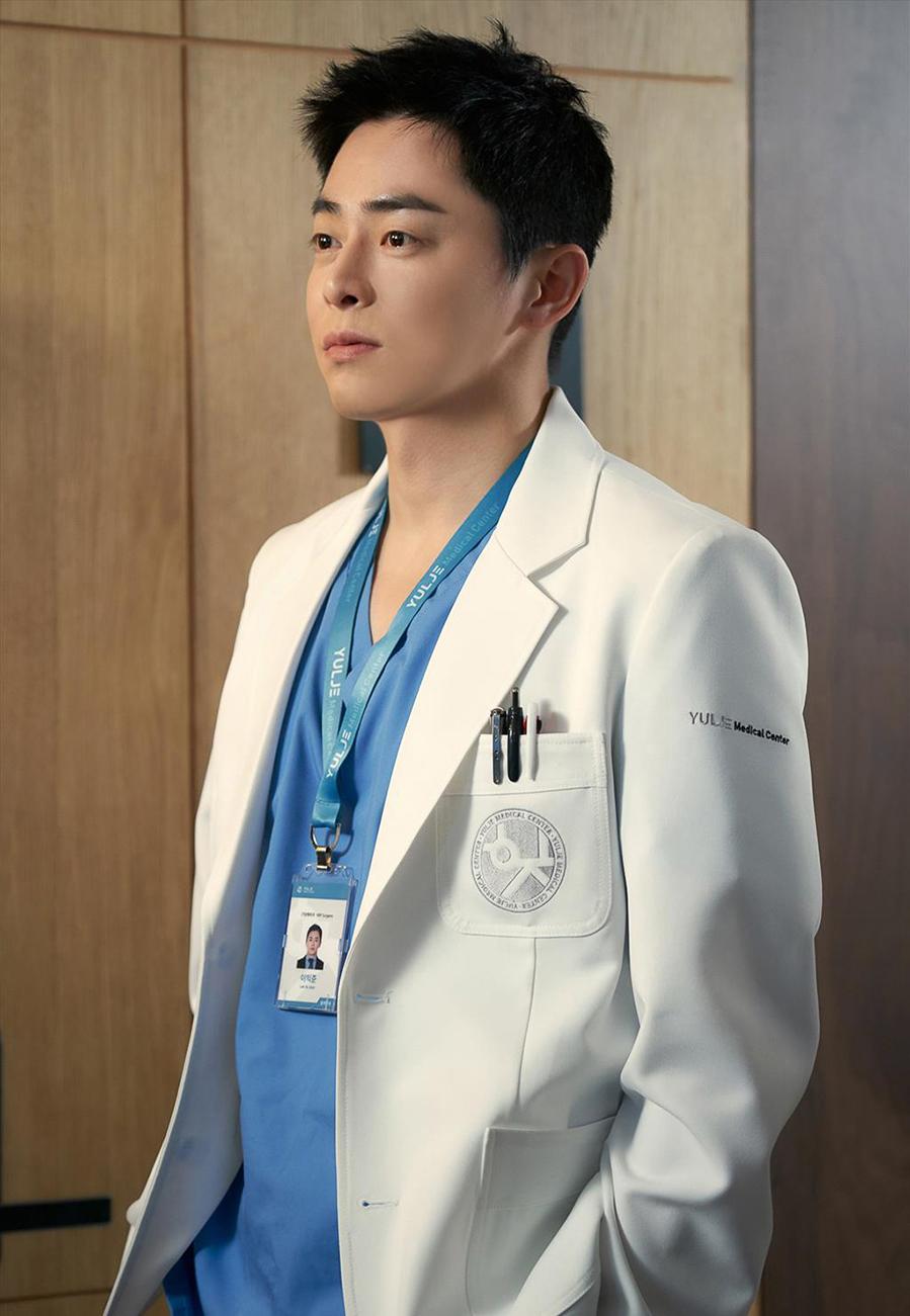 Dàn diễn viên tài năng của 'Hospital Playlist' - VnExpress Giải trí