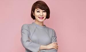 Trang phục xa xỉ của minh tinhKim Hye Soo