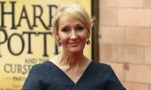 Phát biểu về giới của J.K.Rowling bị chỉ trích