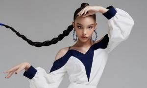 'Bông hồng lai' 12 tuổi làm mẫu ảnh