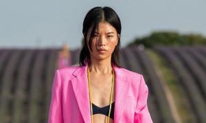 Tín đồ thời trang theo mốt blazer hồng
