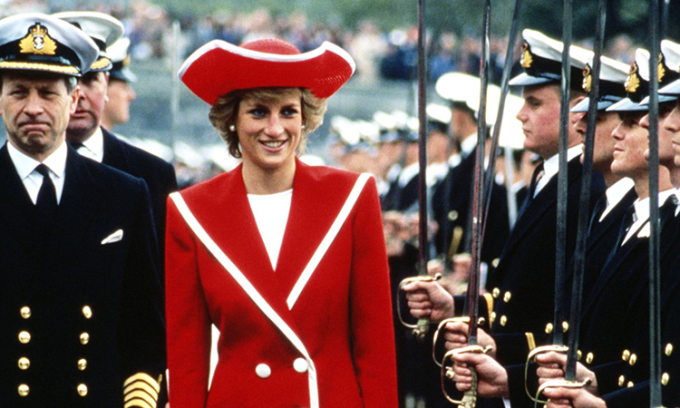 Những bộ đầm đỏ đẹp nhất của Công nương Diana