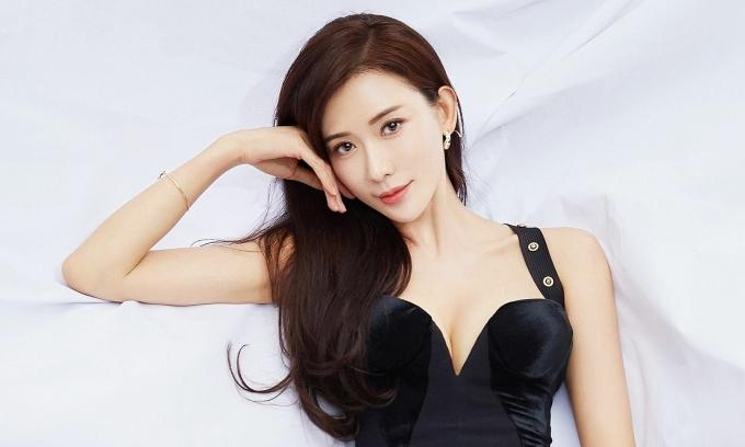 Váy dạ hội tôn dáng 'Bom sex' Lâm Chí Linh