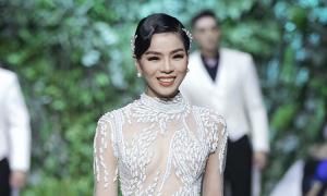 Áo dài cưới của Hoàng Hải được đấu giá 12.000 USD