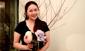 Phan Như Thảo làm hoa mẫu đơn từ chocolate