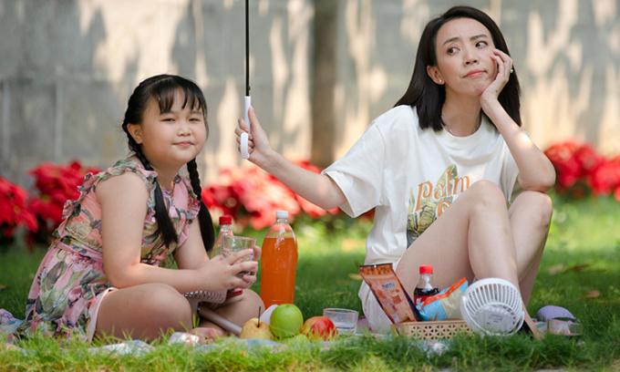 Thu Trang tái hợp bé 'Nắng' Kim Thư