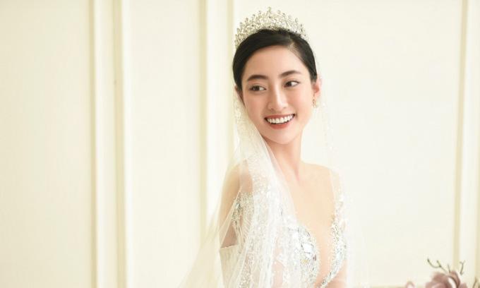 Hoa hậu Thùy Linh diện váy cưới xuyên thấu