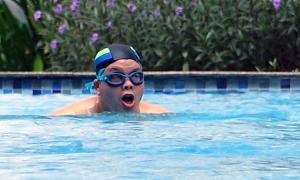 Ca sĩ Đăng Dương bơi, chạy bộ mỗi sáng