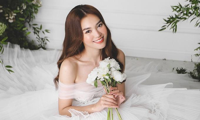 Lan Ngọc mặc váy cưới