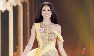 Top 15 Hoa hậu Việt Nam trình diễn váy dạ hội