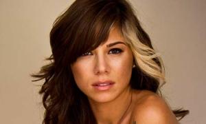 Ca sĩ Christina Perri mất con gái sơ sinh
