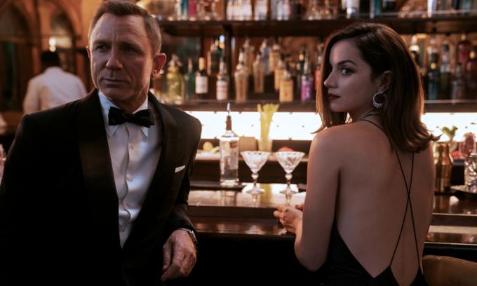 Hãng phim 'James Bond' rao bán công ty