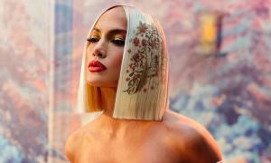 Jennifer Lopez khỏa thân trong MV