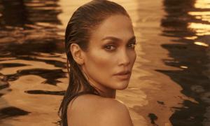 Jennifer Lopez phủ nhận phẫu thuật thẩm mỹ
