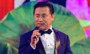 Dàn ca sĩ hát mừng Đại hội Đảng