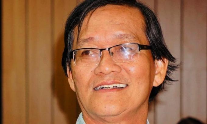 Tác giả bài thơ 'Bụi phấn' qua đời
