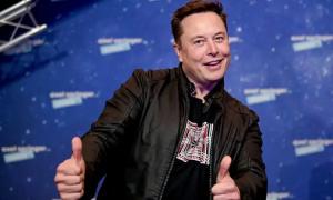 Elon Musk gây cười khi làm MC