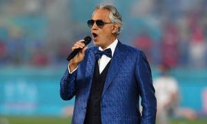 Danh ca mù hát mở màn Euro 2020