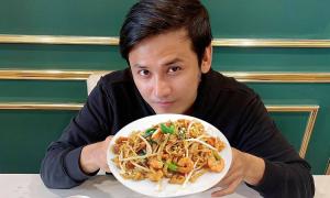 Anh Tài nấu Pad Thai tôm