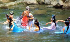 Hậu trường cảnh yêu nhện tắm suối phim 'Tây du ký' 1986