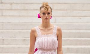 Váy cao cấp giống đồ ngủ của Chanel