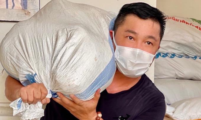 Gia đình Lý Hùng góp 30 tấn gạo cho người nghèo