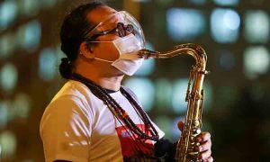 Nghệ sĩ mang âm nhạc đến bệnh viện dã chiến