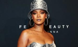 Rihanna trở thành tỷ phú