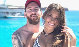 Thời trang dạo biển của vợ Messi