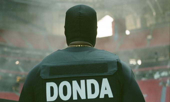 Áo chống đạn của Kanye West được bán 20.000 USD