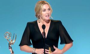 Kate Winslet thắng Emmy 2021