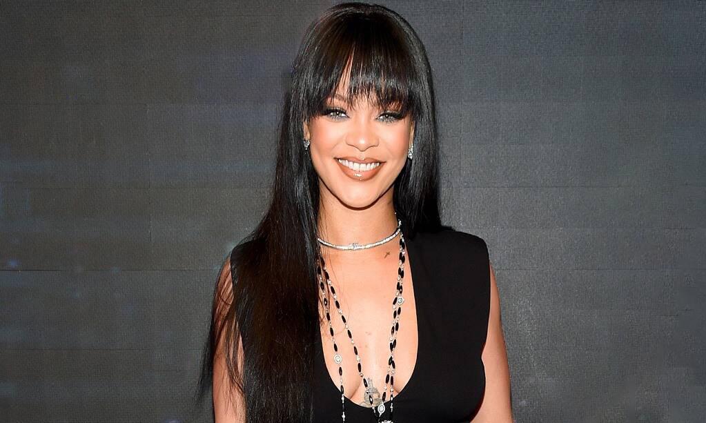Rihanna thấy 'điên rồ' khi được chúc mừng là tỷ phú